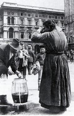 """Lemonade seller, Milano 1900s mestieri spariti"""" ... vendita di limonata in piazza Duomo (primi del 900)"""