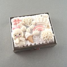 Sugar snow white and pink kawaii decora by TeaandStrychnine (Accessories, kawaii decora, decoden case, decoden box, kawaii case, stash box, cigarette case, makeup kit, decora accessory, lolita kawaii, white decora, white decoden, shiro lolita, sweet lolita)