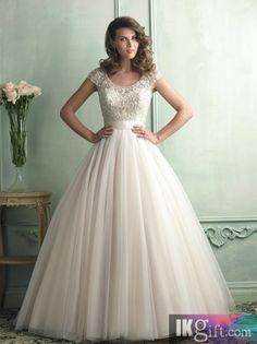Organza with cap sleeve and gorgeously beaded bodice Wedding  Dress$  MAAR DAN IN HET KORT!