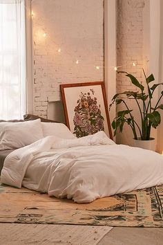 Shop Faded Ribbed Jersey Comforter at Urban Outfitters today. We carry all the latest styles, colors and brands for you to choose from right here. in bedroom how to place queen Faded Ribbed Jersey Comforter Matress On Floor Ideas, Mattress On Floor, Bed On Floor, Room Ideas Bedroom, Home Bedroom, Bedroom Decor, Bedrooms, Bedroom Designs, Urban Bedroom