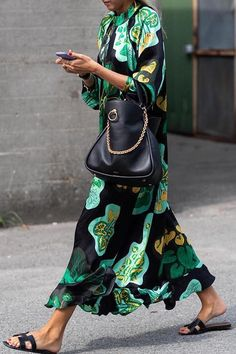 These are the most beautiful street styles of Paris Fashion Week - Stylish Green Floral Print Long Sleeve Maxi Dresses -Chicokay Fashion Mode, Fashion Week, Look Fashion, Womens Fashion, Fashion Trends, Fashion Ideas, Workwear Fashion, Fashion Blogs, Feminine Fashion
