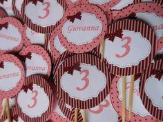 Topper para doces ou cupcakes medindo 3,8cm, em papel glossy 180gr, com palito de madeira. Personalizamos com qualquer tema.  Impressos somente em um dos lados.  Informe seu cep para cálculo do frete.  Pedido mínimo: 50 unidades. R$ 0,55