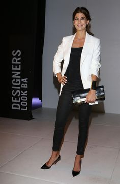 Juliana Awada, Black and White Outfit, Pointed toe pumps, Beauty in High Heels Casual Chic, Style Casual, Casual Outfits, Fashion Outfits, Fashion Trends, Over 50 Womens Fashion, Fashion Over 50, Office Fashion, Work Fashion
