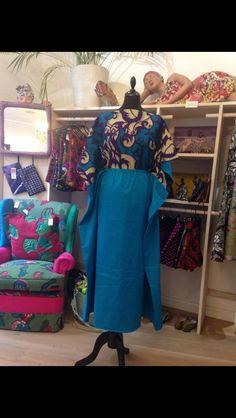 Mira las fantásticas túnicas para la playa que ha diseñado MAMAH ÁFRICA para ORU. Vienen con una mochila a juego. www.oru-store.com