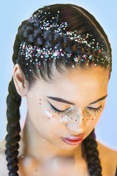 This gorgeous frosty glitter mix allows you create the perfect wintery ice queen or glittery blue fairy look to see you into the Christmas and New Year Party season ahead.