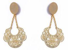Brinco de metal dourado R$ 52,00