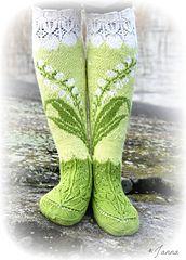 Ravelry Lily Of The Valley Socks Pattern By Titta J - ravelry maiglöckchen socken muster von titta j. - modèle de chaussettes ravelry lily of the valley par titta j Crochet Socks, Knitting Socks, Hand Knitting, Knit Crochet, Knitted Slippers, Crochet Granny, Crochet Cats, Crochet Birds, Booties Crochet