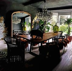 Style Warrior Secrets: Kate Learmonth - CuriousEgg : a black dining room with chandelier and large living edge table Black Dining Room Sets, Black Rooms, Luxury Dining Room, Eclectic Dining Rooms, Dark Grey Dining Room, Eclectic Chandeliers, Small Dining, Dining Room Walls, Dining Room Design