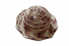 Letní ručně háčkovaný klobouk s krajkovým vzorem květiny v hnědé barvě, tón v tónu. Zajímavá barevná kombinace, kde se prolíná bílá přes béžovou až po hnědou. Klobouk je lehký, vzdušný, z příjemně chladivého materiálu. Pokud milujete klobouky, tak toto je ta správná volba. :) materiál: příze Hawai multicolor 1528, 70% bambus 30% bavlna velikost: univerzální Beanie, Hats, Shopping, Fashion, Moda, Hat, Fashion Styles, Beanies, Fashion Illustrations