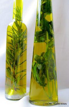 Nejedlé recepty: Bylinkový olej Home Canning, Food 52, Korn, Vinegar, A Table, Glass Vase, Food And Drink, Herbs, Homemade