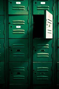 the cunning slytherin Dark Green Aesthetic, Rainbow Aesthetic, Aesthetic Colors, Aesthetic Vintage, Aesthetic Pictures, Go Green, Green Colors, Kelly Green, Green Sky