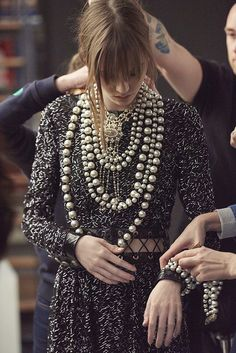 New Jewerly Fashion Show Coco Chanel Ideas Fall Fashion Trends, Fashion Week, Fashion 2017, Runway Fashion, Autumn Fashion, Womens Fashion, Style Fashion, Chanel Couture, Karl Otto