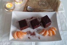 Recette végétalienne de gâteau au chocolat sans gluten et sans soja, réalisé avec de l'avocat et du lait d'amande. Un délicieux dessert de fête au goût fort en chocolat!