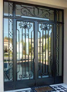 puerta de hierro forjado Iron Front Door, Front Door Entrance, Entrance Gates, Tor Design, Balcony Railing Design, Window Grill Design, Door Gate Design, Modern Entrance, Double Entry Doors