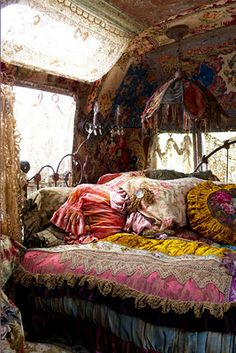 inside a gypsy caravan INSTEAD OF A BUILT IN USE AN ACTUAL BED FRAME AND MATTRESS * There was an enjoyable and amazing woman lived in there, huh!