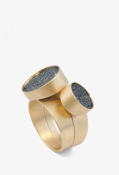 Barbara Schulte-Hengesbach - Ring aus der Schmuckkollektion <em>Sternenstaub</em>. Gold 750, Siliziumcarbit