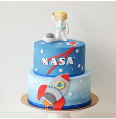 2nd Birthday Party For Boys, First Birthday Cakes, Robot Cake, Party Food Platters, Astronaut Party, Bithday Cake, Fondant, Halloween Cakes, Cakes For Boys
