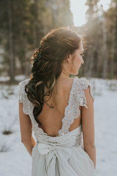 Beaded Anna Campbell wedding dress | Image by Darren Roberts