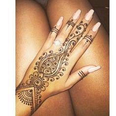 Great work. Wenn Ihr Interesse habt, könnt Ihr mir gerne per Instamessage, Instadirect, in Facebook schreiben oder eine Mail schicken. (✉ -adresse findet Ihr in meiner Bio) Ob schwarzes Henna oder braunes Henna, beide Farben sind hautfreundlich und enthalten kein PPD.  Ich freu mich auf euch #henna #tattoo #stuttgart #black #tattoo #brown #tattoo #mehndi #art #inspiration #hobby #love #it #great #work #perfect #look #love #this #picture #picoftheday #instagram #instalove