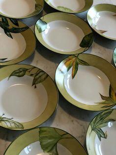 Ana R 2017 Glaze Paint, China Painting, Tropical Leaves, Ceramic Plates, Dinnerware, Modern Design, Pottery, Ceramics, Ceramic Art