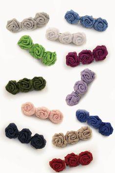 Estas pinzas con forma de rosa de grosgrain quedarán ideales en el pelo de tu pequeña #complementos #niños