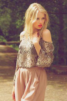 beautifull blondie girl