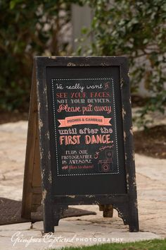 This wedding sign by LimeandLilac politely asks their guests to limit their picture taking. #weddingsigns #reception
