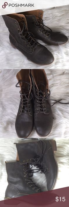 Women's Brown Lace-up Combat Boots size 8 Excellent condition practically NWOT. Still has sticker on bottom Quinn Shoes Combat & Moto Boots