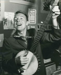 """""""Five Essential Pete Seeger Covers (video),"""" a Mediander post featuring """"Little Boxes,"""" Bruce Springsteen, The Byrds and more. Protest Songs, Old Country Music, Pete Seeger, Bruce Springsteen, Equality, Culture, Gumbo, History, The Originals"""