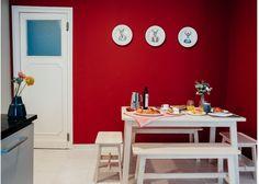 Cocina - office, atrevete y pon color en las paredes de la cocina. Y bancos de madera, son ligeros y muy decorativos. Mas en el post de: Me quieren por mis vistas – La Casa de mi Amiga, tendencias de decoracion y estudio de decoración especializado en home staging