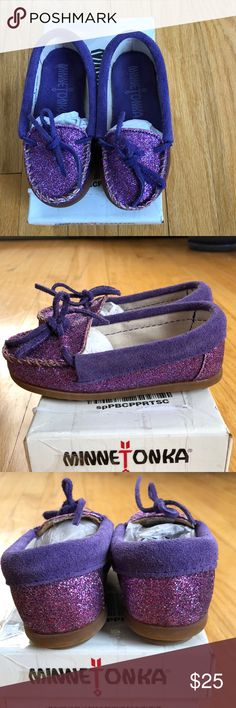 Toddler girls Minnetonka glitter moccasins Absolutely adorable!! Bought these for my daughter who is a size 8 but she says they hurt her toes. They are more like a 7 I'd say! Brand new, never worn 😢. Minnetonka Shoes Moccasins