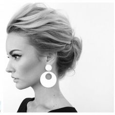 What's the Difference Between a Bun and a Chignon? - How to Do a Chignon Bun – Easy Chignon Hair Tutorial - The Trending Hairstyle Chignons Glamour, Wedding Hair And Makeup, Hair Makeup, Makeup Hairstyle, Eyebrow Makeup, Medium Hair Styles, Long Hair Styles, Hair Medium, Short Hair Bridal Styles