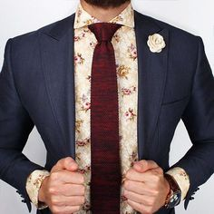 Welcome to Grand Frank! Here you'll find suits, shirts, watches, ties and more! Excellent quality and great style. Be on top of the style-chain with Grand Frank. Blazer Bleu, Blazer Suit, Suit Fashion, Mens Fashion, Traje Casual, Moda Formal, Style Masculin, Floral Shirt Dress, Flower Shirt