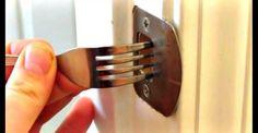Tous les soirs, cette femme a l'habitude de coincer une fourchette dans sa serrure. Voici pourquoi.