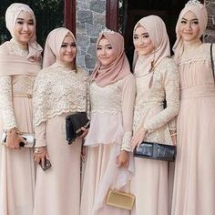 On fleek Beautiful makeup by from Indonesia . Hijab Dress Party, Hijab Style Dress, Dress Brokat, Kebaya Dress, Bridal Hijab, Hijab Bride, Kebaya Muslim, Muslim Dress, Muslim Brides