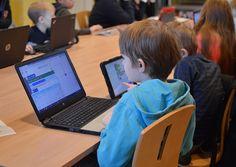 Tapahtuman ohjelmassa oli muun muassa lapsille suunnattuja koodaustunteja. Tietomaan Tiedeluokka täyttyi nopeasti innokkaista pikku oppilaista. Luuppi, Oulu (Finland)