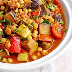 Our Moroccan tagine recipe with vegetables and chickpeas is vegan, low-fat and easy to make. This tagine feeds four, but the leftovers freeze well Jucing Recipes, Diet Recipes, Healthy Recipes, Meatless Recipes, Crowd Recipes, Healthy Food, Diet Meals, Recipies, Endive Recipes