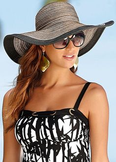 A hat that guarantees to block the sun in style! Venus floppy straw hat.