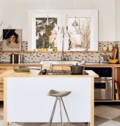 The Tiny Kitchen < Choose the Perfect Kitchen Design for Your Needs - MyHomeIdeas.com