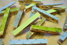 scrapbook paper, glue, and clothespins- good idea for my scraps Cute Crafts, Crafts To Make, Crafts For Kids, Diy Crafts, Arts And Crafts, Scrapbook Cover, Crafty Craft, Crafting, Artwork Display