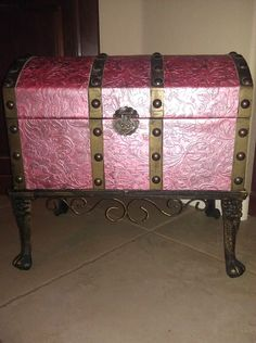 Trash into treasure project! This would be an amazing dress up chest for my daughter