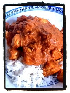 Mild Coconut Chicken Curry 500g chicken breast, cubes 1 onion, peeled and quartered 3 cloves garlic, peeled 1 small green capsicum Small can of tomato paste 1/2 can of coconut milk Pinch of salt 2 tsp of mild curry powder 2 tsp of Garam Masala 1/2 tsp cinnamon