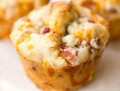 Muffin Cup Ham and Cheese Biscuits - SO GOOD! Great for breakfast, lunch or dinner. Make in a mini muffin pan for parties. Breakfast Smoothie Recipes, Breakfast Muffins, Mini Muffins, Best Breakfast, Breakfast Ideas, Breakfast Potatoes, Cheese Biscuits, Cheese Muffins, Quiches