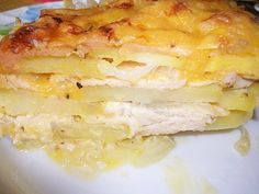 Potato casserole with chicken and cheese (in French) Ingredients: Potatoes - Onion - Chicken fillet - Hard cheese - Potato Casserole, Chicken Casserole, French Potatoes, Good Food, Yummy Food, Delicious Recipes, Ukrainian Recipes, Macaroni And Cheese, Chicken Recipes