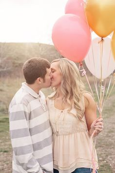 Charming Oregon Engagement Session : Balloons and Love - Belle The Magazine Beach Engagement, Engagement Couple, Engagement Shoots, Engagement Ideas, Couple Photography, Engagement Photography, Photography Ideas, Pink Yellow Weddings, Pic Pose