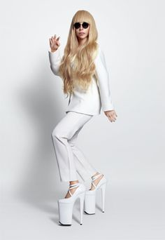 Lady Gaga Debuts Life-Size Singing Dolls That Look Exactly Like Her - DesignTAXI.com Okay this is weird....really
