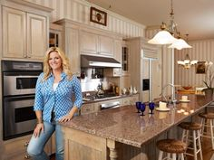 Country star Trisha Yearwood shows Food Network Magazine around her Nashville kitchen and tells them about her new cooking show. Photographs by Russ Harrington.