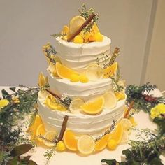 Decorate the cake with lemon, not only fresh and delicious, but also full of creativity - Page 10 of 38 - zzzzllee Amazing Wedding Cakes, Amazing Cakes, Sorrento Weddings, Lemon Centerpieces, How To Make Icing, Cream Wedding, Rustic Cake, Cake Decorating Techniques, Pastry Cake