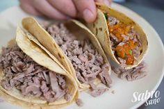 TACO DE BISTEC -CDMX- - Desde la primera mordida podrás descubrir un sabor único que los diferencia de los ya tradicionales tacos de bistec. El bistec se guisa con tocino y cebolla, dejándolo sazonar en su totalidad por la grasa del tocino y el aroma de la cebolla asada.  • Doble Tortilla de Maíz • Bistec Cocido con Cebolla y Tocino • Salsa de Chile Rojo