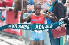 Olimpiadi Rio 2016, Atletica: la kenyota Sumgong trionfa nella Maratona! Straneo 13ma, ritirata Incerti